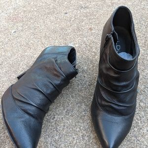 Women's Aldo Black Leather Zip Up Booties Size 8